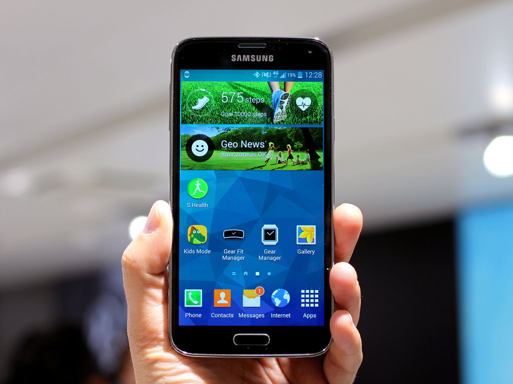 New Samsung Galaxy Smartphone Rumors Suggest Flexible Displays in 2015